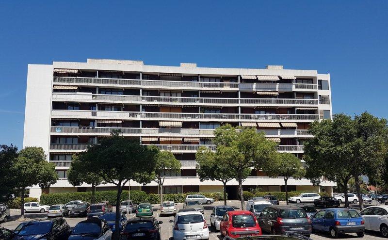 Ecoles , Commerces, 13013, Marseille, France