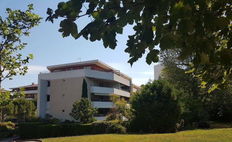 Ecoles , Commerces, 13009, Marseille, France