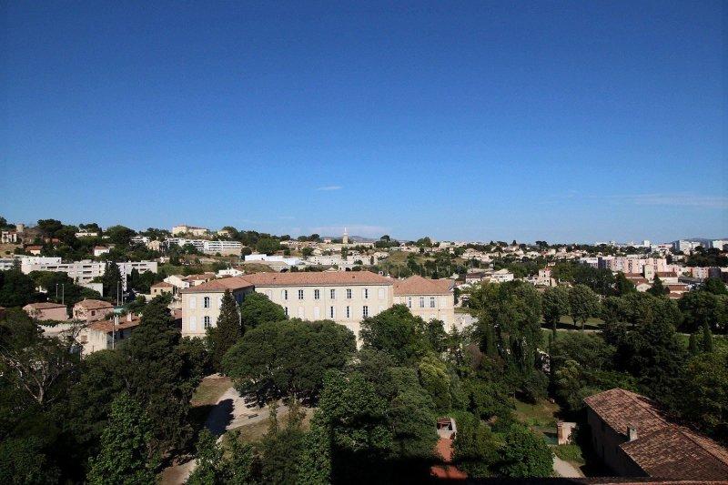 Ecoles , Commerces, L2, A7, 13015, Marseille, France