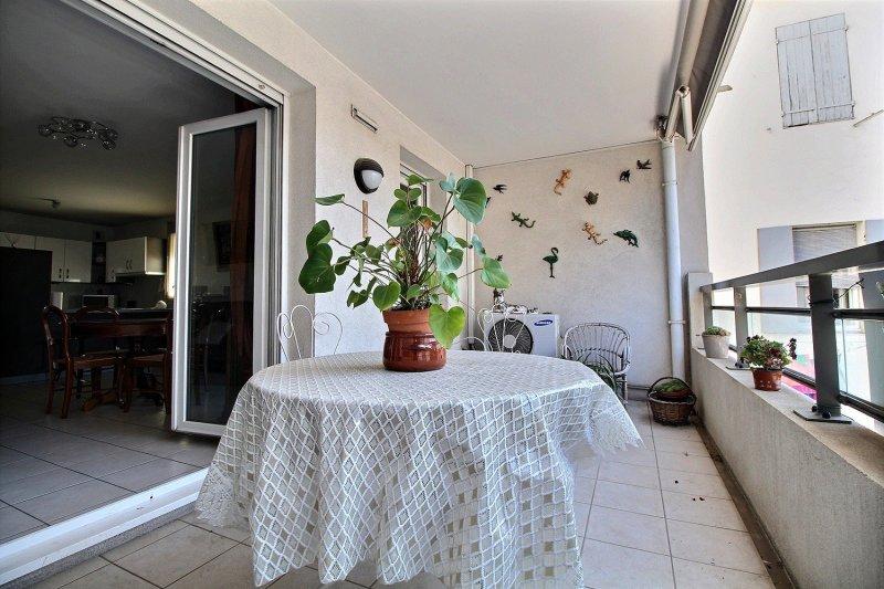 Ecoles , Commerces, L2, 13010, Marseille, France